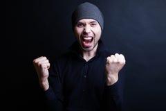 Κλασικό πορτρέτο ενός συμπαθητικού νεαρού άνδρα Στοκ Φωτογραφίες