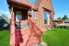 Κλασικό σπίτι ύφους Tudor Στοκ Εικόνες