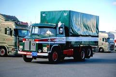 Κλασικό Scania LS 140 της μεταφοράς Ahola στο ναυπηγείο φορτηγών Στοκ Φωτογραφία