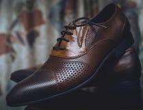 Κλασσικά καφετιά παπούτσια ατόμων ` s Στοκ Εικόνες