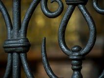 Κλασσικά κιγκλιδώματα μετάλλων της σκάλας Στοκ Φωτογραφίες