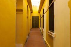 Κλασσικός διάδρομος της αρχιτεκτονικής στην πόρτα, εκλεκτής ποιότητας archi σχεδίου Στοκ Εικόνες
