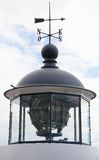 Κλασσικός Σκανδιναβικός άσπρος πύργος φάρων Στοκ Φωτογραφίες