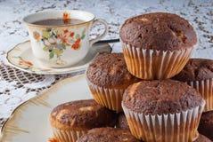 Κλασσικός χρόνος τσαγιού με muffins Στοκ Εικόνα