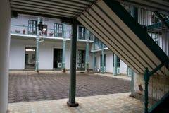 Κλασσικό αποικιακό patio σπιτιών μέσα κεντρικός Στοκ φωτογραφία με δικαίωμα ελεύθερης χρήσης