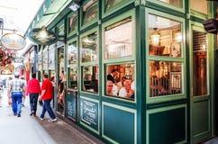 Κλασσικό παραδοσιακό εστιατόριο ύφους στη Βιέννη Στοκ Φωτογραφίες