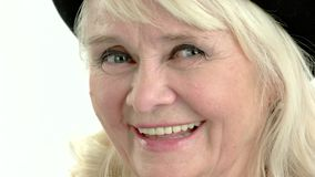 Κλείσιμο του ματιού ηλικιωμένων γυναικών φιλμ μικρού μήκους