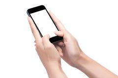 Κλείστε αυξημένος μιας γυναίκας που δακτυλογραφεί στο κινητό έξυπνο τηλέφωνο στοκ εικόνες με δικαίωμα ελεύθερης χρήσης