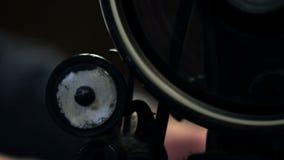 Κλείστε αυξημένος μιας ράβοντας μηχανής φιλμ μικρού μήκους