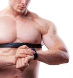 Κλείστε αυξημένος του ατόμου αθλητών γυμνοστήθων που εξετάζει στοκ φωτογραφίες με δικαίωμα ελεύθερης χρήσης