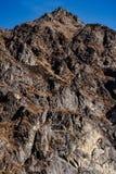 Κλείστε αυξημένος του καφετιού βουνού με το χιόνι και καλύψτε στην κορυφή στην κοιλάδα Thangu και Chopta το χειμώνα σε Lachen Βόρ Στοκ Φωτογραφία