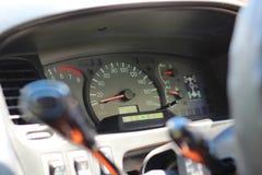 Κλείστε αυξημένος του ταμπλό ένα αυτοκίνητο στοκ εικόνες με δικαίωμα ελεύθερης χρήσης