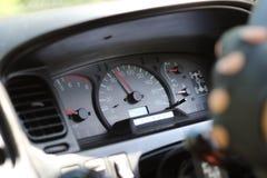 Κλείστε αυξημένος του ταμπλό ένα αυτοκίνητο στοκ εικόνες