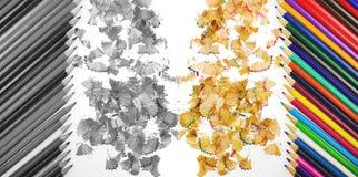Κλείστε αυξημένος των κραγιονιών μολυβιών και το μολύβι σχεδιάζει τα ξέσματα στο άσπρο υπόβαθρο Στο χρώμα και γραπτός Στοκ Εικόνες
