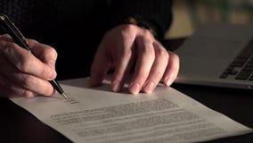 Κλείστε αυξημένος των χεριών ατόμων ` s, το οποίο αφήνει την υπογραφή στη συμφωνία απόθεμα βίντεο