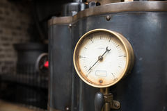 Κλείστε επάνω ενός βιομηχανικού μετρητή πίεσης Στοκ φωτογραφίες με δικαίωμα ελεύθερης χρήσης