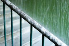 Κλείστε επάνω ενός κιγκλιδώματος στα σκαλοπάτια Στοκ Εικόνες