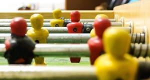Κλείστε επάνω ενός ποδοσφαιρικού παιχνιδιού επιτραπέζιων κορυφών Στοκ εικόνα με δικαίωμα ελεύθερης χρήσης