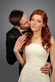 Κλείστε επάνω ενός συμπαθητικού νέου γαμήλιου ζεύγους Στοκ εικόνες με δικαίωμα ελεύθερης χρήσης