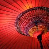 Κλείστε επάνω ενός wagasa, μια κόκκινη παραδοσιακή ιαπωνική ομπρέλα Στοκ Εικόνα