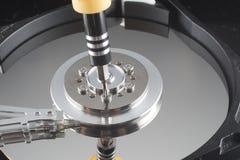 Κλείστε επάνω μέσα του σκληρού δίσκου (HDD) με το εργαλείο Στοκ φωτογραφία με δικαίωμα ελεύθερης χρήσης