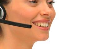 Κλείστε επάνω μιας επιχειρηματία σε ένα τηλεφωνικό κέντρο απόθεμα βίντεο