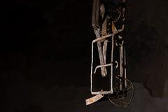 Κλείστε επάνω μιας παγίδας που κρεμά στο υπόγειο Στοκ φωτογραφία με δικαίωμα ελεύθερης χρήσης