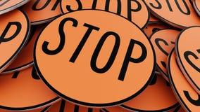 Κλείστε επάνω στο διαταγμένο σωρό των κυκλικών πορτοκαλιών σημαδιών στάσεων απεικόνιση αποθεμάτων