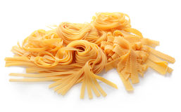Κλείστε επάνω τα φρέσκα επίπεδα ιταλικά ζυμαρικά Στοκ Εικόνες