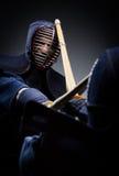 Κλείστε επάνω την άποψη του ανταγωνισμού δύο μαχητών kendo Στοκ Εικόνα