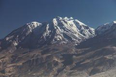 Κλείστε επάνω την άποψη του ηφαιστείου Chachani κοντά στην πόλη Arequipa στο Περού Στοκ Φωτογραφίες