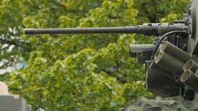 Κλείστε επάνω την άποψη του πυργίσκου, των εξοπλισμών και του πυροβόλου όπλου απόθεμα βίντεο