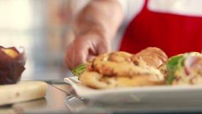 Κλείστε επάνω την άποψη των κέικ στο εστιατόριο απόθεμα βίντεο
