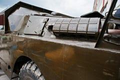 Κλείστε επάνω την εξάτμιση στο θωρακισμένο στρατιωτικό αυτοκίνητο Στοκ Εικόνες