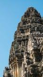 Κλείστε επάνω την κορυφή Prasathinphimai (δημόσια θέση) στο μπλε ουρανό Στοκ Εικόνα