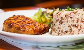 Κλείστε επάνω την μπριζόλα χοιρινού κρέατος Στοκ εικόνες με δικαίωμα ελεύθερης χρήσης