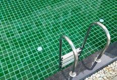 Κλείστε επάνω την πισίνα με το σκαλοπάτι Στοκ φωτογραφία με δικαίωμα ελεύθερης χρήσης