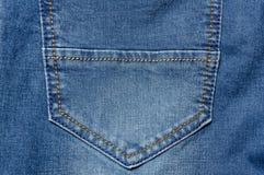 Κλείστε επάνω την τσέπη τζιν Μπλε χρώμα υποβάθρου τζιν Στοκ φωτογραφίες με δικαίωμα ελεύθερης χρήσης