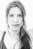 Κλείστε επάνω της αρκετά νέας ασιατικής γυναίκας σε μονοχρωματικό Στοκ Εικόνα