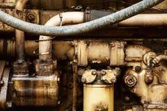 Κλείστε επάνω της βρώμικης παλαιάς μηχανής καύσεως από το εκλεκτής ποιότητας τρακτέρ Στοκ Φωτογραφίες