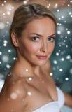 Κλείστε επάνω της γυναίκας στο μαγιό στην πισίνα Στοκ φωτογραφία με δικαίωμα ελεύθερης χρήσης