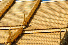 Κλείστε επάνω της διακοσμημένης στέγης εκκλησιών του παν τόνου Si Wat Στοκ Εικόνα