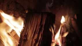 Κλείστε επάνω της καμμένος πυρκαγιάς απόθεμα βίντεο