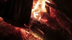 Κλείστε επάνω της καμμένος πυρκαγιάς φιλμ μικρού μήκους