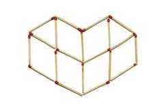Κλείστε επάνω της ομάδας κόκκινου ραβδιού αντιστοιχιών τακτοποιεί στο σχέδιο καρδιών που απομονώνεται σε ένα άσπρο υπόβαθρο Στοκ Εικόνα