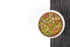 Κλείστε επάνω της πικάντικης εμβύθισης κολλών γαρίδων όπως & x22  Nam Prik Kapi& x22  εξυπηρετημένος με το δευτερεύον πιάτο Εκλεκ Στοκ εικόνες με δικαίωμα ελεύθερης χρήσης