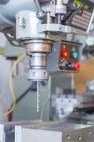 Κλείστε επάνω τη μηχανή διατρήσεων, επεξεργαμένος στη μηχανή κέντρο, μηχανή άλεσης Στοκ εικόνα με δικαίωμα ελεύθερης χρήσης
