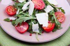 Σαλάτα με το ruccola και τις ντομάτες Στοκ Εικόνα