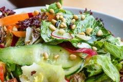 Κλείστε επάνω τη φωτογραφία της πράσινης υγιούς σαλάτας Στοκ Εικόνες