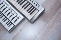 Κλείστε επάνω τον ελεγκτή του MIDI Στοκ Φωτογραφία